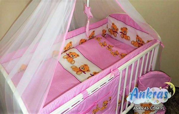 """ANKRAS Apmalīte bērnu gultiņai """"Bear with a bow"""" 360 cm – rozā"""
