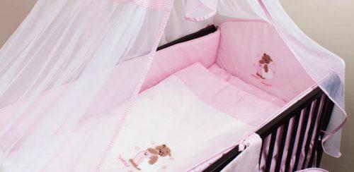 ANKRAS Bear with a pillow Apmalīte bērnu gultiņai 360 cm – rozā